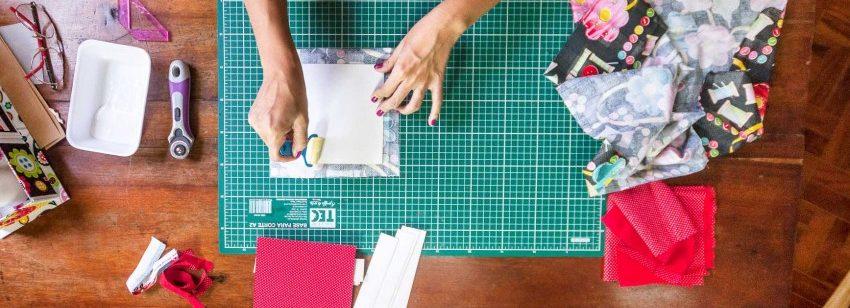 Ilustração de mesa de um negócio criativo - DIY.